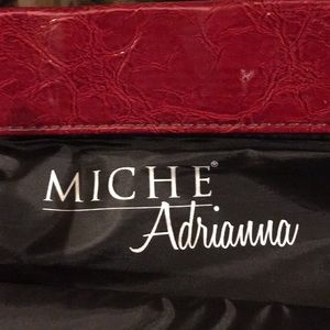 Niche Adrianne red purse bag magnet close